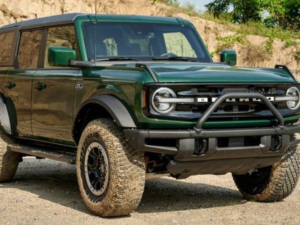 ปะทุขึ้นสู่ฉาก: 2022 Ford Bronco ได้รับการปะทุสีเขียว