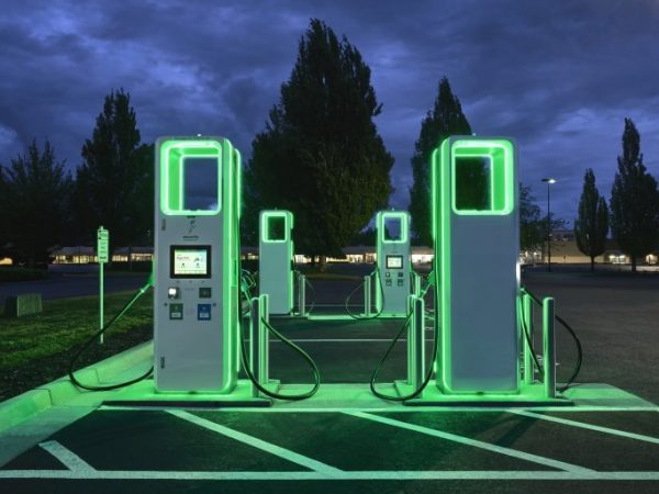 Electrify America เปิดใช้งาน Apple CarPlay, Android Auto