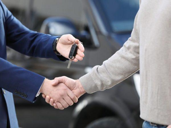 การศึกษา: ต้นทุนการเป็นเจ้าของรถยนต์รายปีโดยเฉลี่ยเกือบ 10,000 เหรียญสหรัฐ